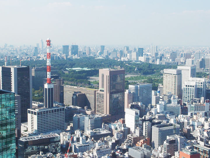 11 Best Places to View the Tokyo Skyline for Free: Caretta Shiodome (Minato City)