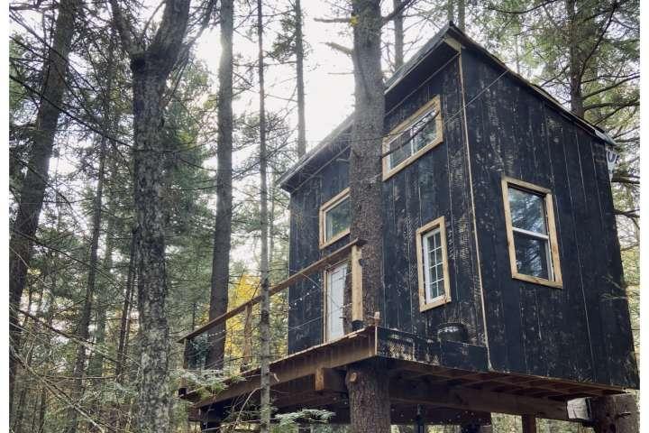 Magical Muskoka Treehouse (ON)